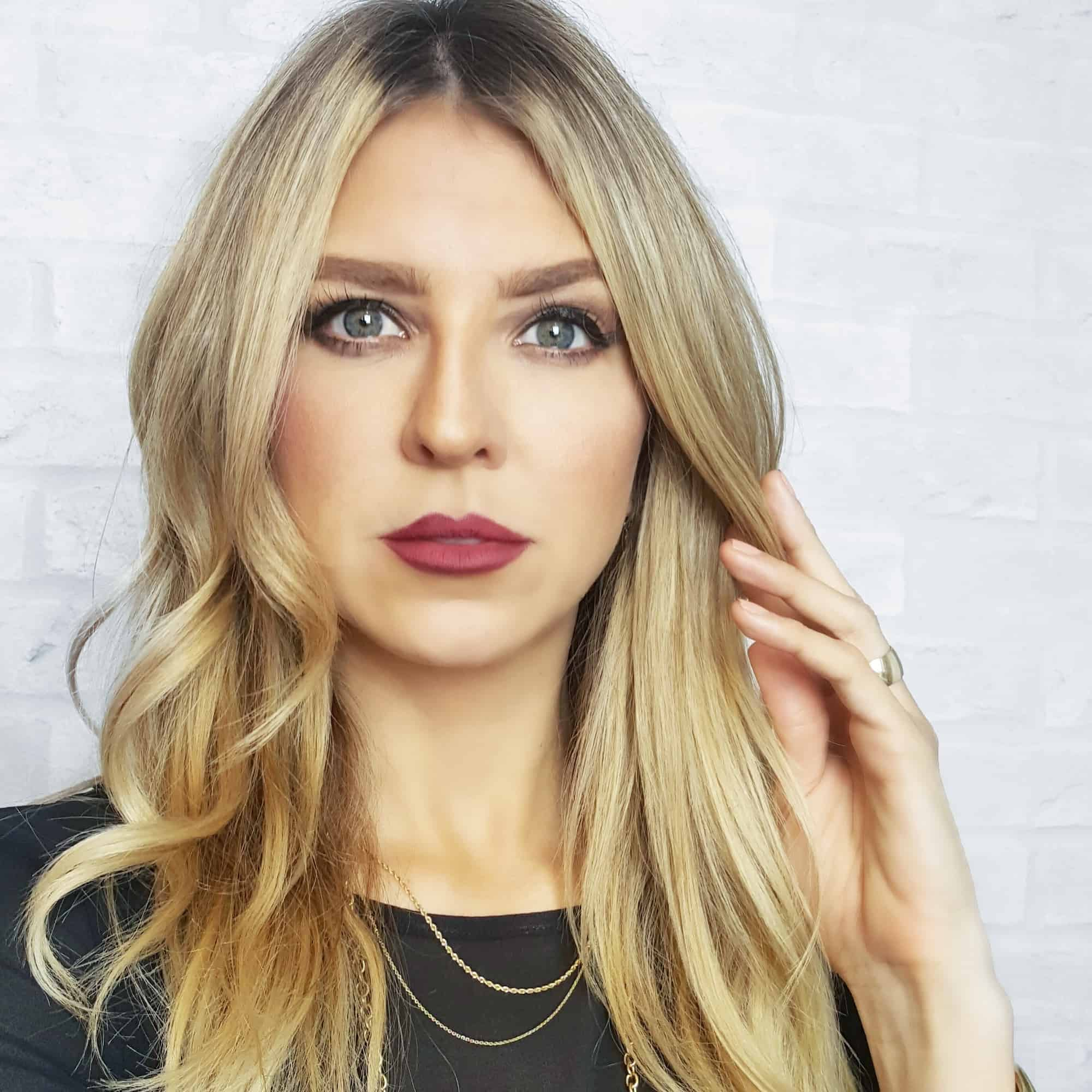 Nikki Hynek, Founder and Creator of the Dollup Case, is a makeup artist maven fully immersed in the world of high fashion, color, inked eyes, tinseled lashes and girl-next-store skin.